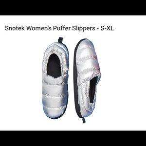 NWT Snotek PUFFY Slippers L/XL (9-10)